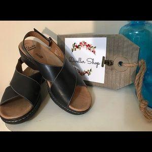 Clark's Black Criss Cross Sandals Size 9 1/2